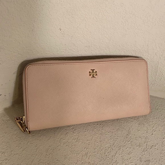 Tory Burch Handbags - Tory Burch Passport Continental Wallet